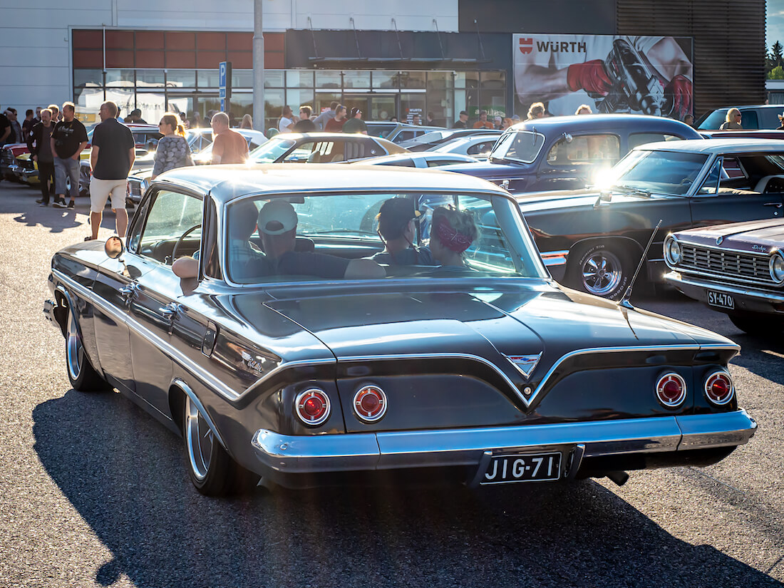 1961 Chevrolet BelAir 4d HT takaa