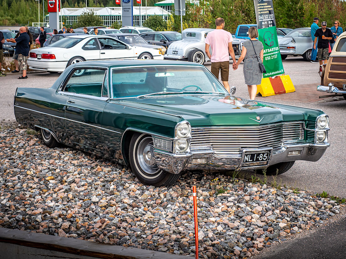 1965 Cadillac Coupe DeVille V8 jenkkiauto
