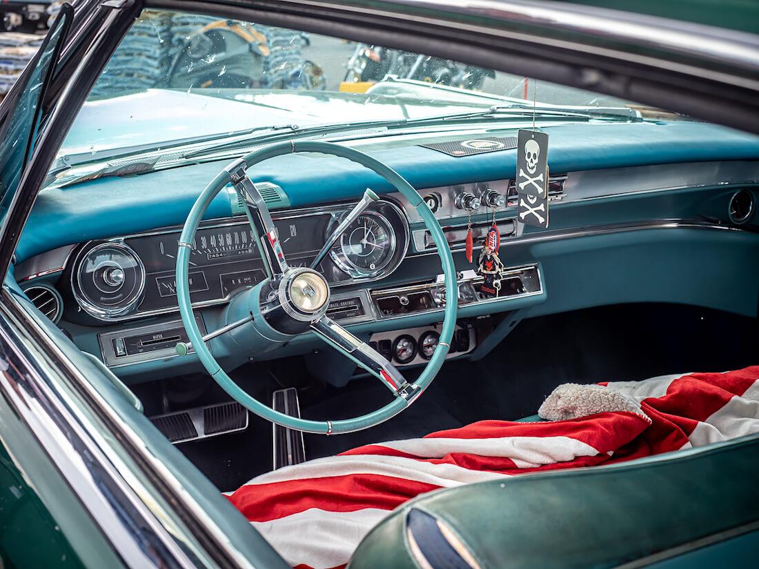 1965 Cadillac Coupe DeVille jenkkiauton sisusta