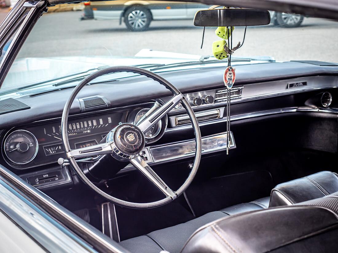 1966 Cadillac DeVille Convertiblen kojelauta ja ratti