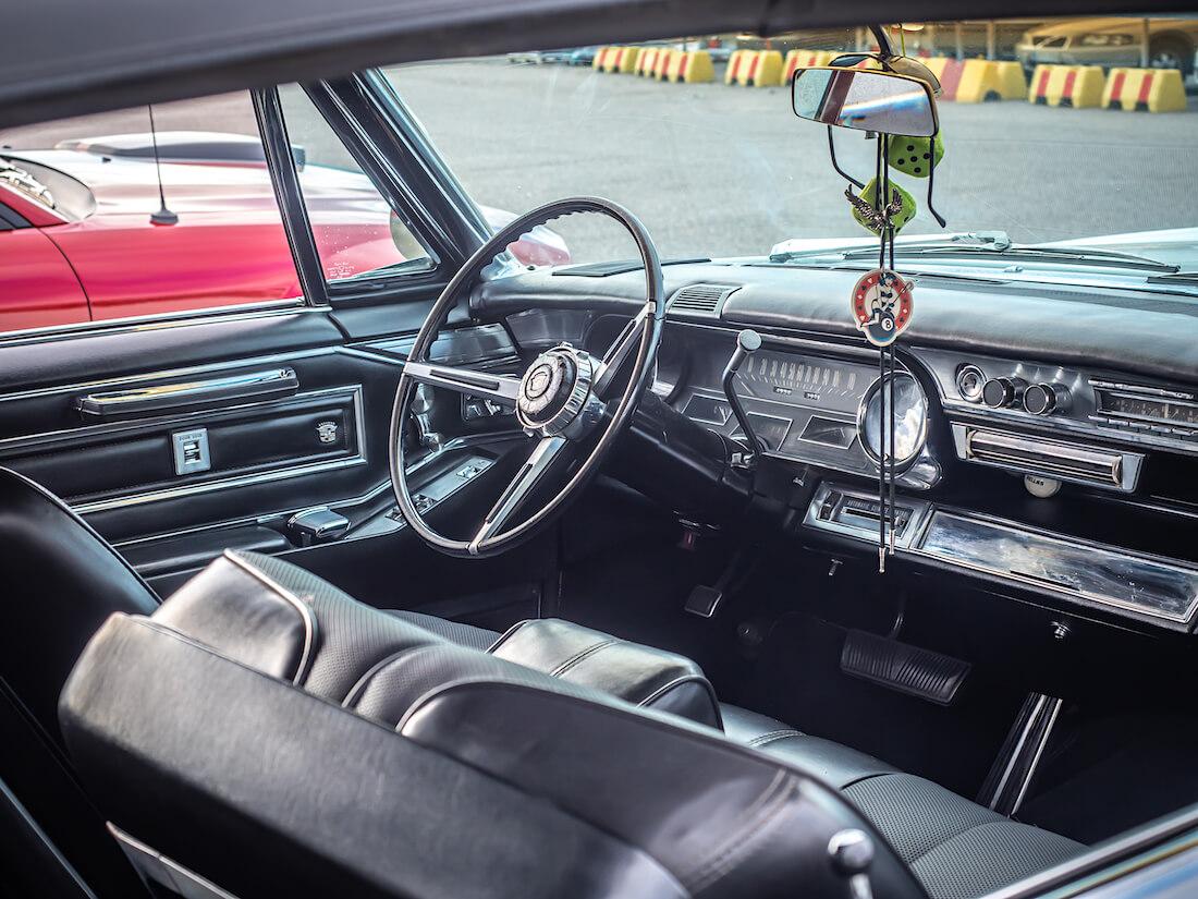 1966 Cadillac DeVille Convertiblen musta sisusta