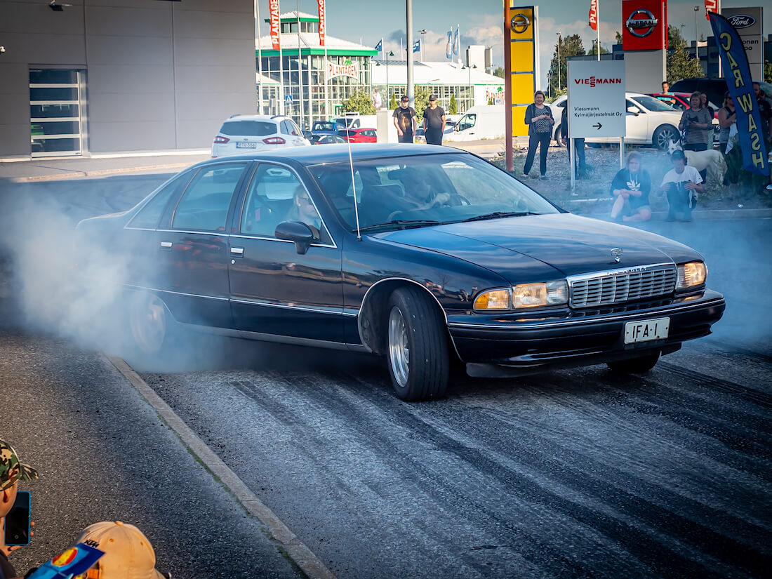 1990 Chevrolet Caprice Classic burnout