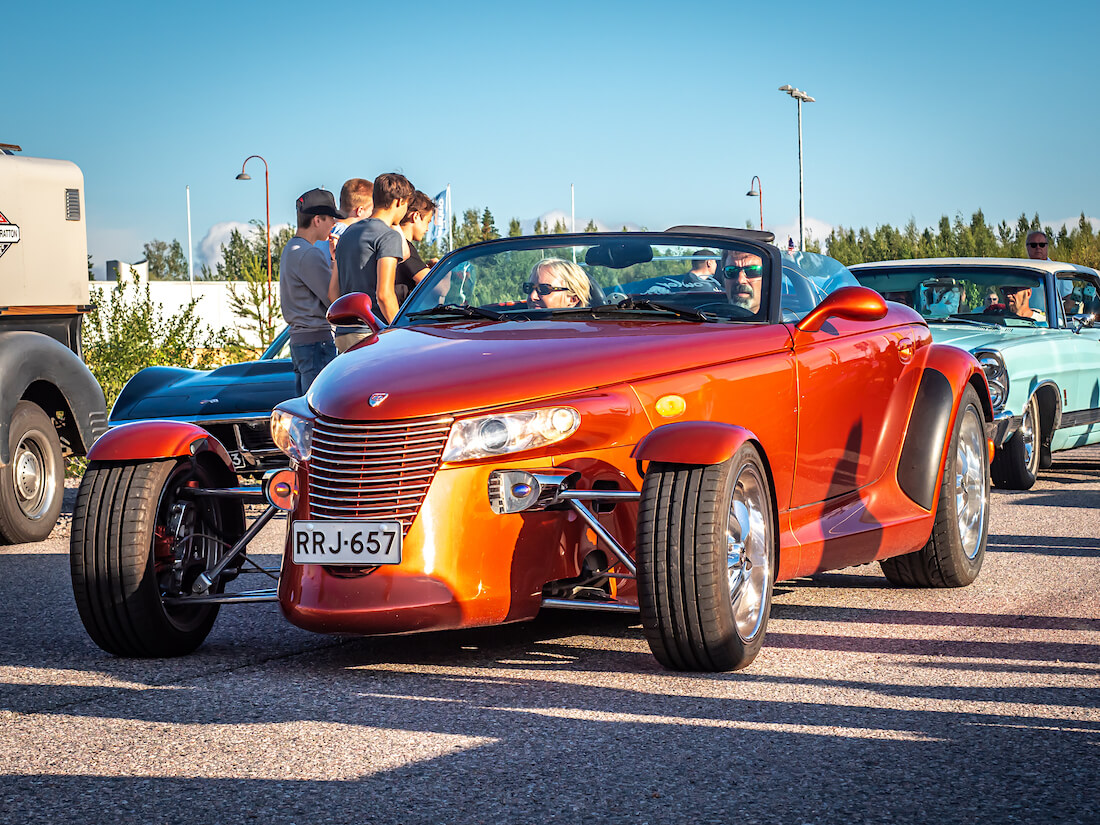 Oranssi 2001 Plymouth Prowler
