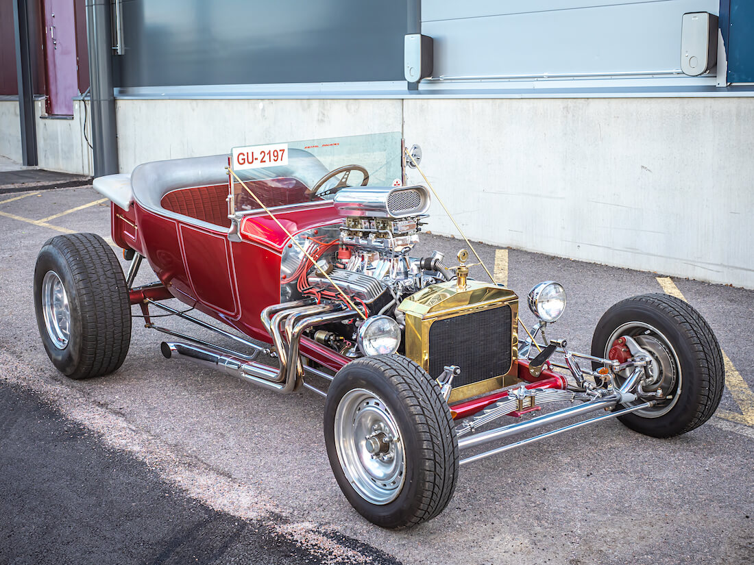 Punainen Ford T-bucket rodi